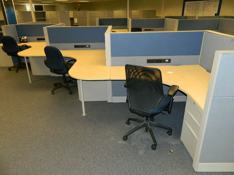 Used Office Cubicles Teknion Leverage 5x5 Serpentine At Furniture Finders