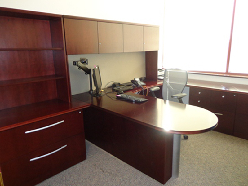Used Office Desks Gorgeous Gunlocke Cherry U Shaped Desks At Furniture Finders