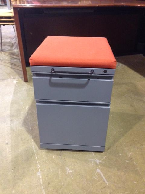 Used Office File Cabinets : KNOLL MOBILE CUSHION TOP PEDESTALS at ...