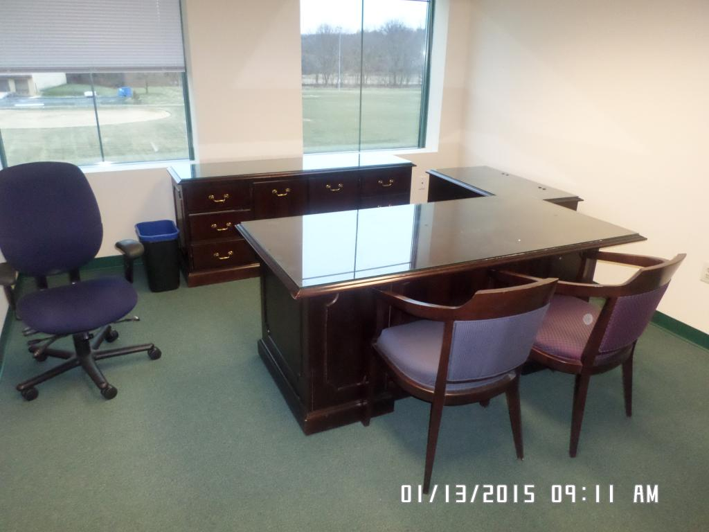 Used Office Desks Used Paoli Desk Credenza Sets At Furniture Finders