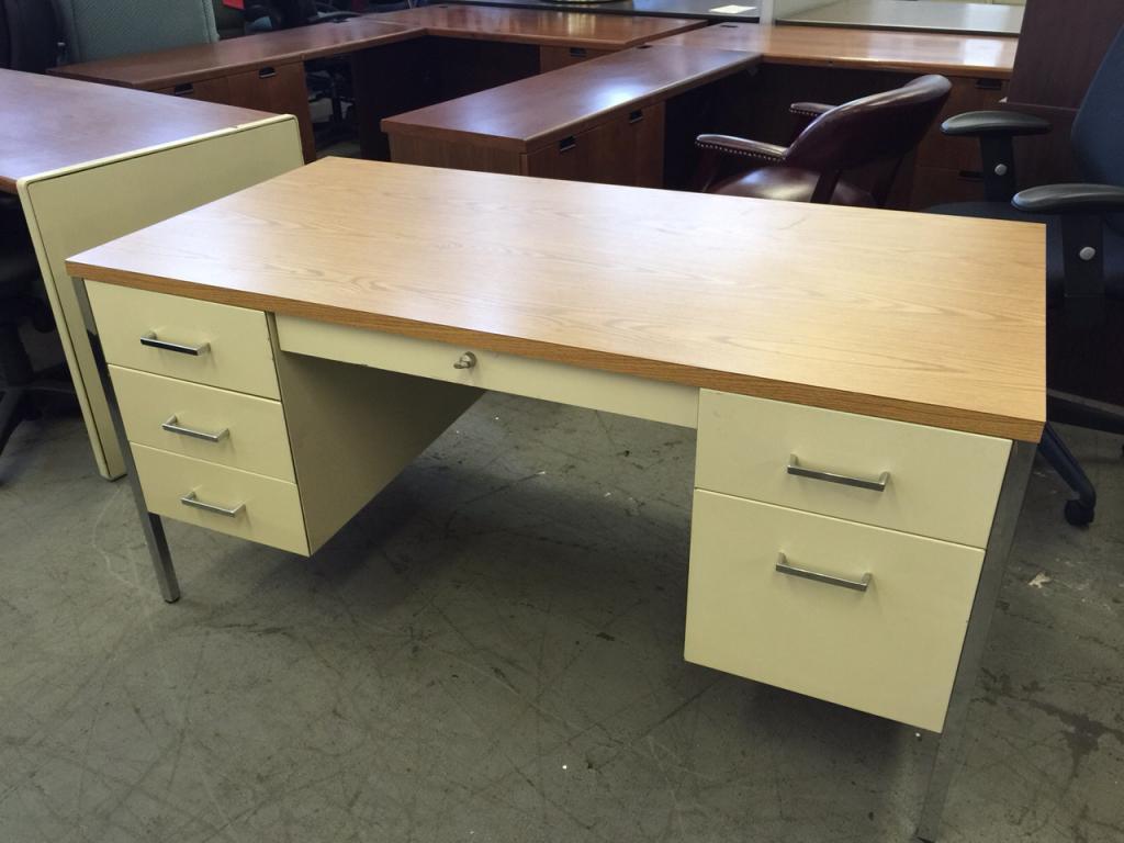 Used Office Desks : METAL DESK by STEELCASE 3200 SERIES at ...