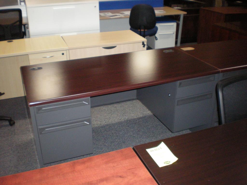 Used Office Desks Hon 30 X 60 Double Pedestal Mahogany