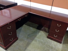 TRADITIONAL DESK WITH RETURN