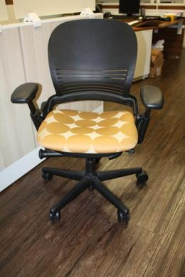 Steelcase V1 Leap Chair