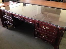 OLD-STYLE/VINTAGE DESK in MAHOGANY COLOR WOOD