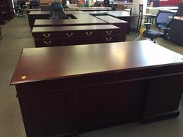 TRADITIONAL STYLE EXECUTIVE SET DESK&CREDENZA