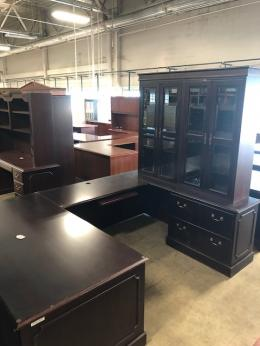 Traditional Wood U Shape Desk with Hutch