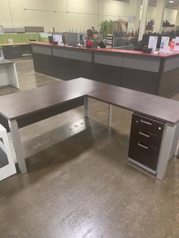 Modern L-shape desk
