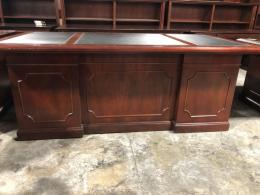 Traditional Kimball Black Leather Top Desk